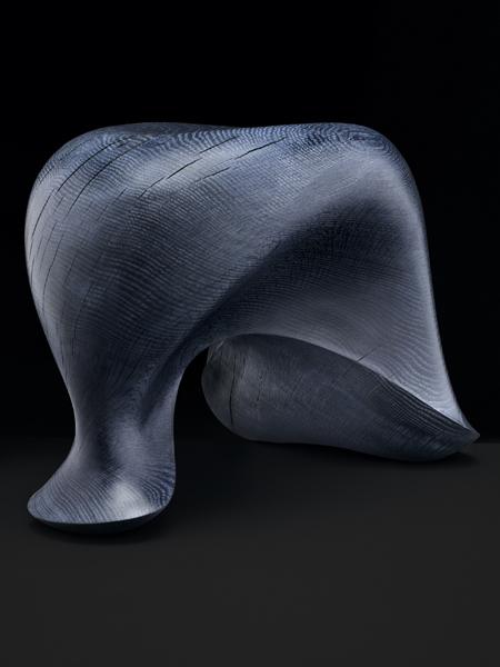 Exclusief eiken kunstwerk geïnspireerd op een gespannen spier.