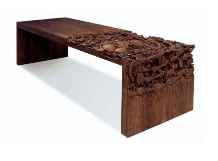 Boven de Godogan Table van Niels van Eijk en Miriam van der Lubbe. Onder een Detailfoto van een Godogan Table die nog niet helemaal af is.