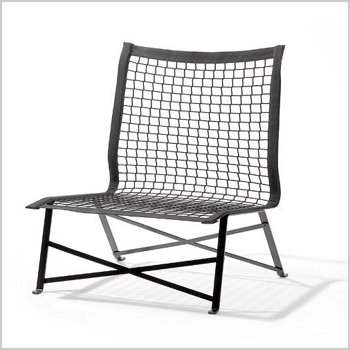 Stoel Tiebreak van Bertjan Pot is gemaakt van een tennisnet en zowel binnen als buiten te gebruiken.