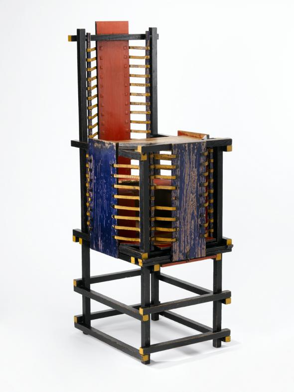 De Witteveen kinderstoel van Gerrit Rietveld uit 1918