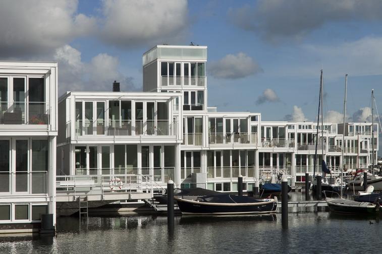 Een verwachte winnaar van de Dutch design awards 2012 waren de waterwoningen in Amsterdam IJburg van Architectenbureau Marlies Rohmer.