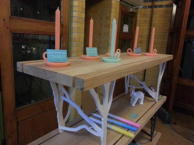 Joep Huizinga zijn Treetrunk bench. Je kunt ze stapelen tot een kast.