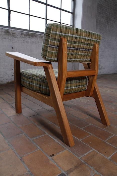 Bron houten stoel VanDen Furniture