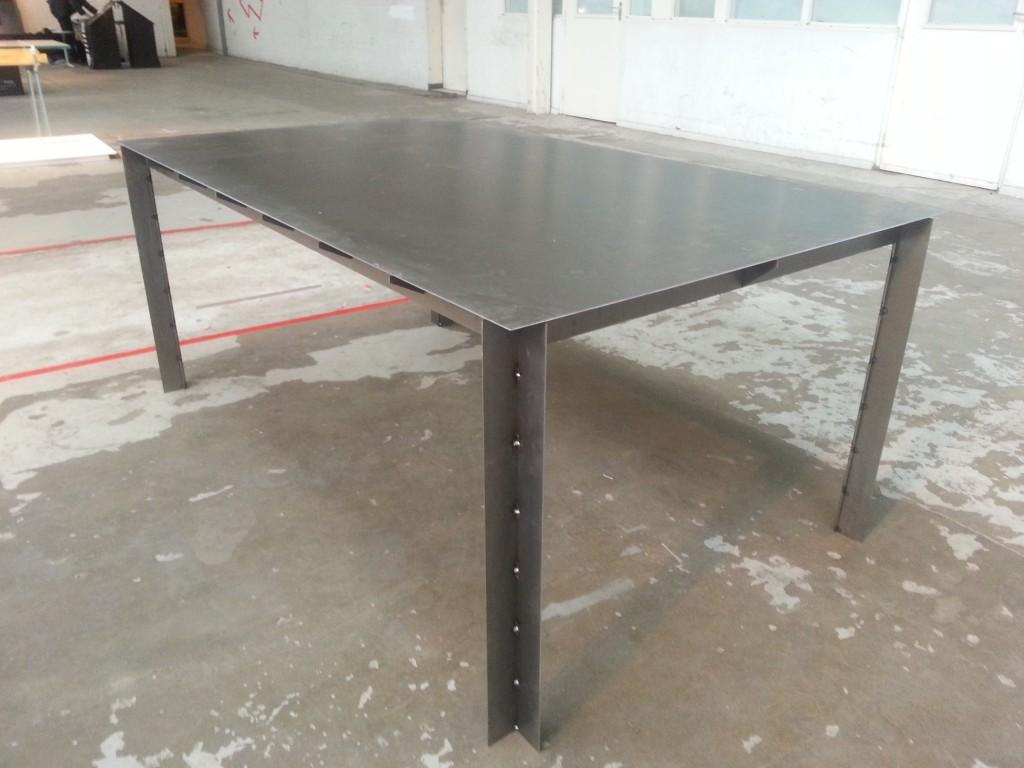 Metalen tafel van Dimitri Kruithof
